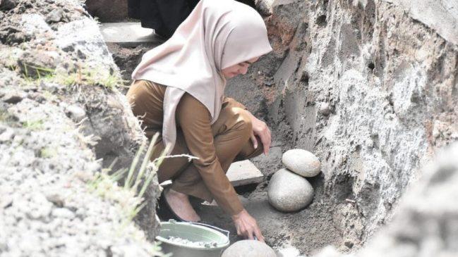 Peletakkan Batu Pertama oleh Bupati Indah
